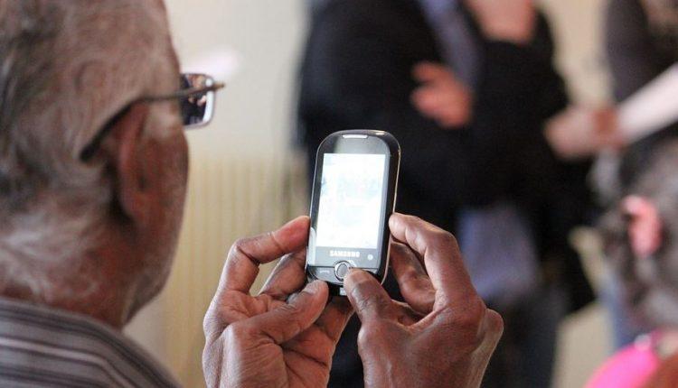 I migliori smartphone per anziani